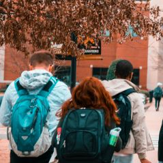 Coronavirus : aux Etats-Unis, des lycéens suspendus pour avoir posté des photos de leur lycée bondé