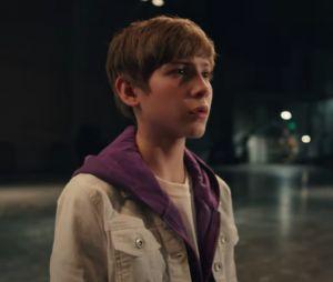 """Clip """"Lonely"""" : Justin Bieber invite Benny Blanco et Jacob Tremblay pour retracer son début de carrière douloureux"""