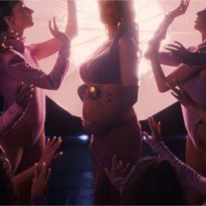 """Shy'm enceinte : elle dévoile sa grossesse dans son nouveau clip """"Boy"""""""