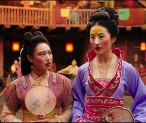 Mulan et sa soeur Xiu dans le remake
