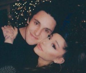 """Ariana Grande fiancée à Dalton Gomez : """"ils sont très heureux"""" et la famille de la star valide leur couple"""