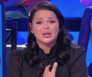 Sarah Fraisou accusée de harcèlement : elle réagit en larmes et avoue avoir pensé au suicide
