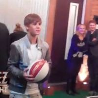 Justin Bieber ... Un vrai artiste, même au basket (vidéo)