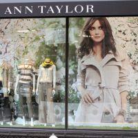 Katie Holmes magnifique pour Ann Taylor ... la preuve en photos et vidéo
