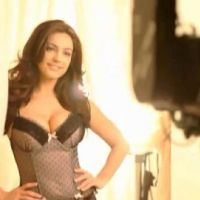 Kelly Brook ... Le making of sexy de sa pub pour Axe