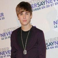 Justin Bieber ... Sa bruyante arrivée à Liverpool (VIDEO)