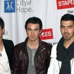 Les Jonas Brothers et Selena Gomez ... Ils s'engagent contre le cancer (photos)