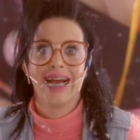 Katy Perry VIDEO ... avec un appareil dentaire pour le clip de Last Friday Night