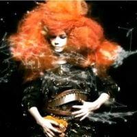 Björk dans la lune : découvrez son clip ''Moon'', son nouveau single (VIDEO)