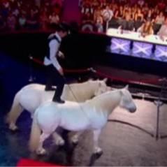 La France a un incroyable talent 2011 : Pierre murmure à l'oreille de ses poneys (VIDEO)