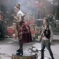 Justin Bieber : nouveau clip pour Santa Claus is Coming to Town (VIDEO)