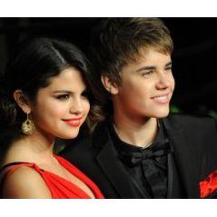 Justin Bieber pelote les ... fesses de Selena Gomez ... et se fait griller