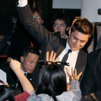 Zac Efron : au Japon pour Happy New Year ... il est toujours aussi beau (PHOTOS)