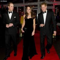 Kate Middleton : doublement bien accompagnée aux Sun Military Awards (PHOTOS)