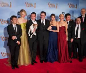 Toute l'équipe du film The Artist sur le tapis rouge des Golden Globes 2012.