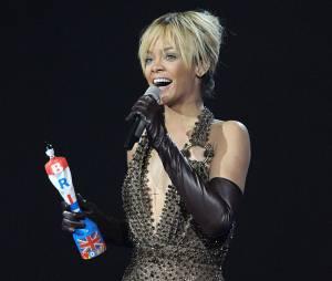 Rihanna remercie ses fans pour son Award