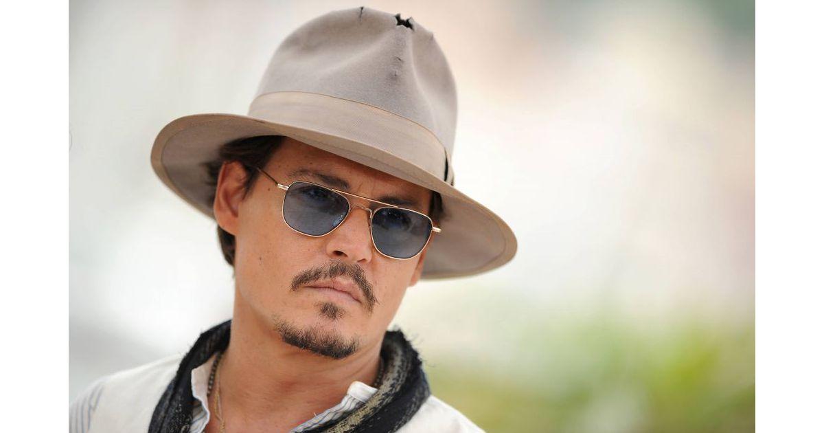 Johnny Depp trop craquant... Johnny Depp Broke