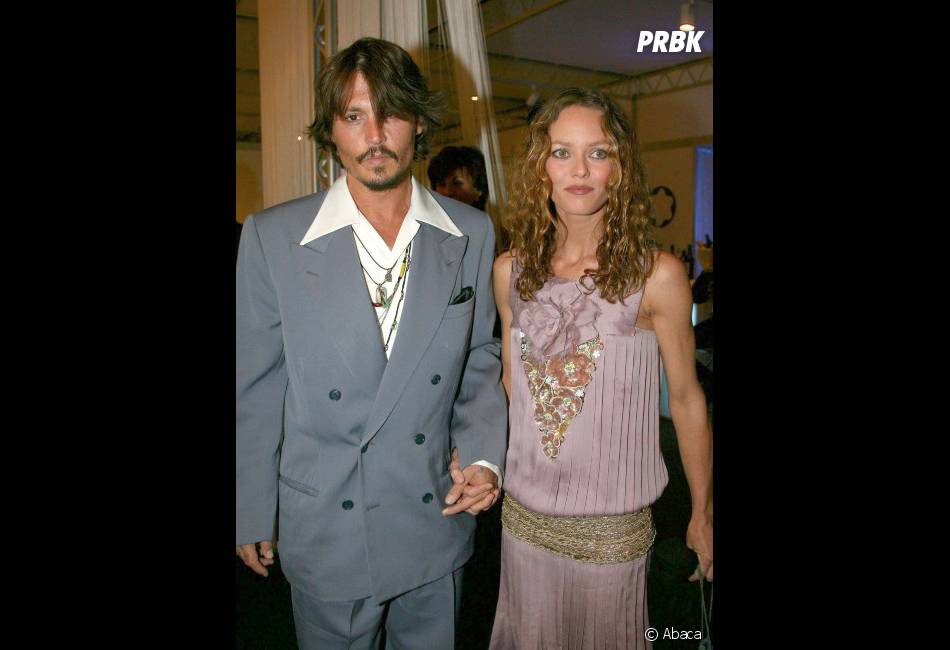 johnny depp est toujours en couple avec vanessa paradis purebreak. Black Bedroom Furniture Sets. Home Design Ideas
