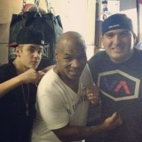 Justin Bieber : Mike Tyson responsable de sa baston avec le paparazzi ? (PHOTOS)