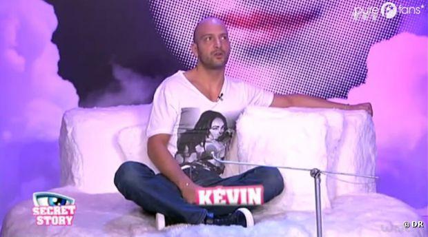 Kevin joue-t-il un double jeu avec Virginie et Caroline ?