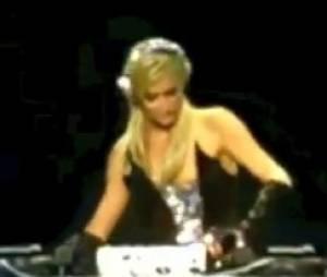 Paris Hilton s'essaye au métier de DJ