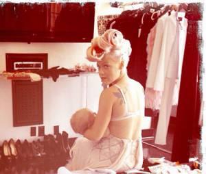 Pink dans les coulisses de son photoshoot pour son album