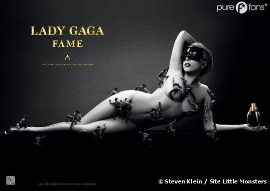 Lady Gaga pose nue pour son parfum !