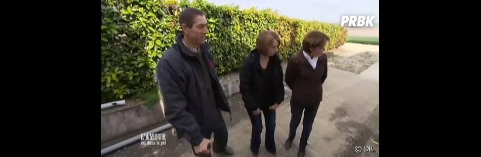 Michel-Edouard fait découvrir son exploitation à Josiane et Brigitte