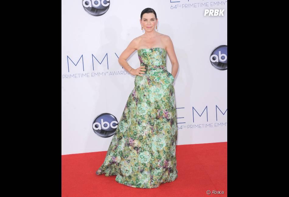 Julianna Margulies est fleurie sur le tapis rouge des Emmy Awards 2012