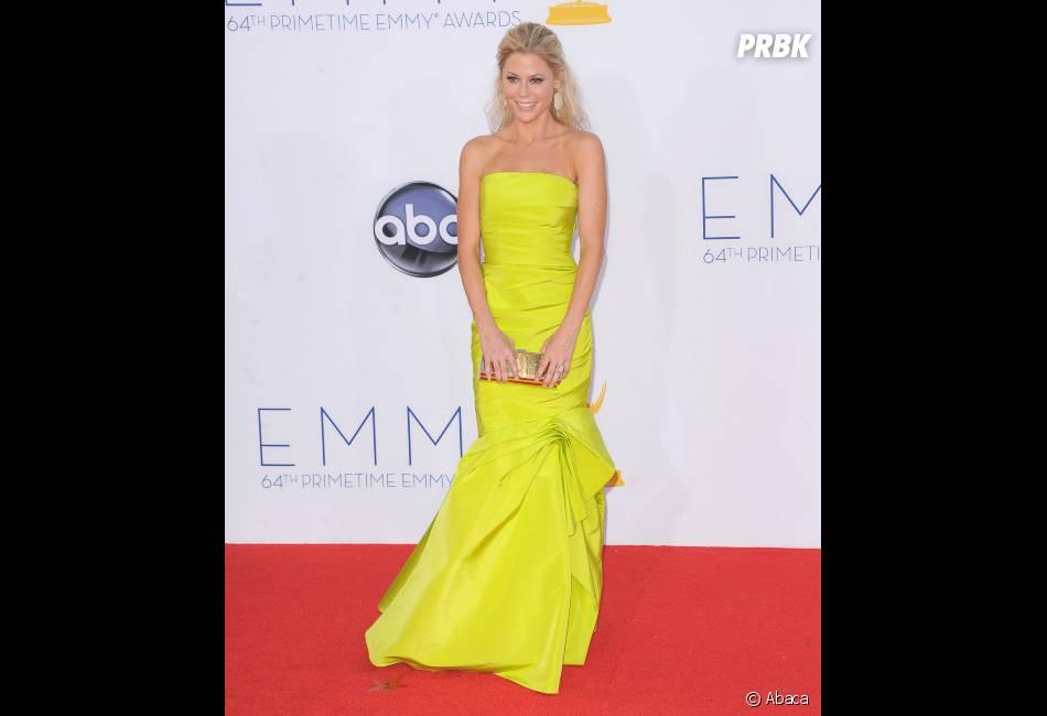 Julie Bowen en jaune aux Emmy Awards 2012 !