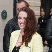 Kristen Stewart : en mode cool et souriante à la Fashion Week de Paris, ça change !(PHOTOS)