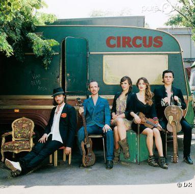 Circus est un groupe composé de Calogero, Stanislas, Philippe Uminski, Karen Brunon et Elsa Fourlon