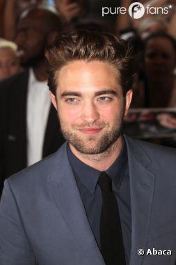 Robert Pattinson a été aperçu avec une blonde !