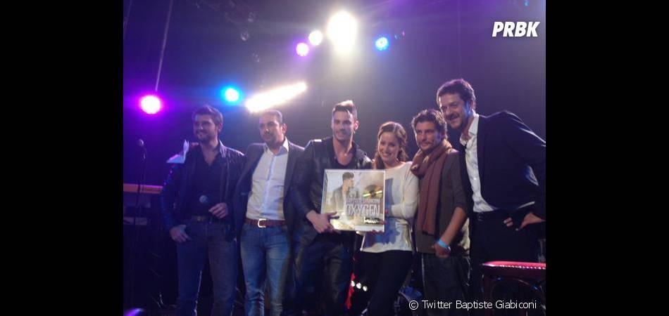 Baptiste Giabiconi a tweeté une photo de son disque d'or