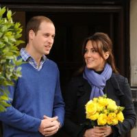 Kate Middleton enceinte : radieuse avec William à sa sortie de l'hôpital (PHOTOS)