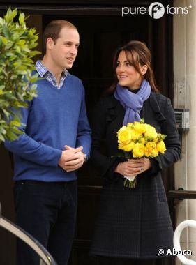 Kate Middleton et le Prince William, souriants à la sortie de l'hôpital