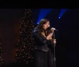 Demi Lovato a repris All I Want For Christmas Is You !