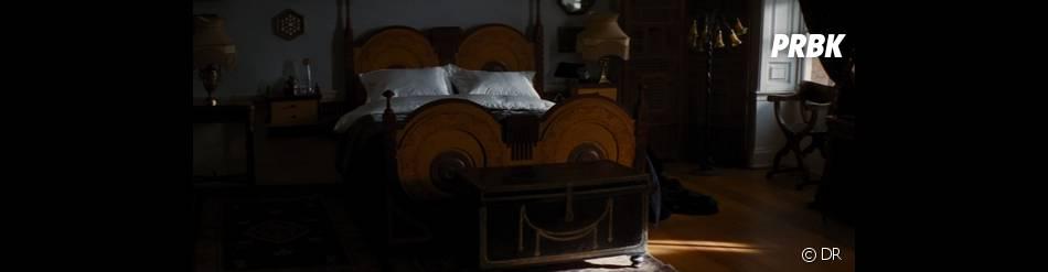Un lit en forme de seins pour Batman