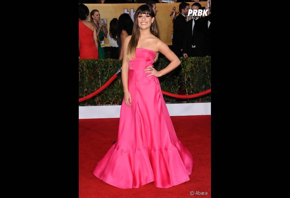 Lea Michele voit la vie en rose sur le tapis-rouge des SAG Awards
