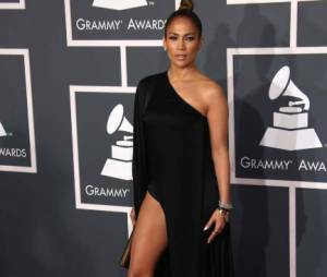 """Jennifer Lopez a """"juste"""" dévoilé l'une de ses jambes pendant les Grammy Awards 2013"""