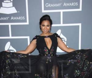 Ashanti a été plus rebelle pendant les Grammy Awards 2013 avec sa robe transparente