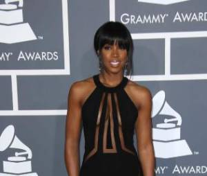 Kelly Rowland a copié Ashanti et a misé sur une robe transparente pendant les Grammy Awards 2013