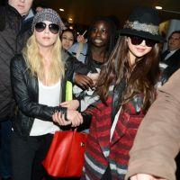 Selena Gomez à Paris : bousculades, kidnapping et câlins pour son arrivée