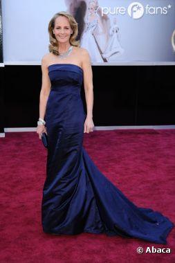 Helen Hunt, en robe bustier bleue H&M Conscious aux Oscars 2013