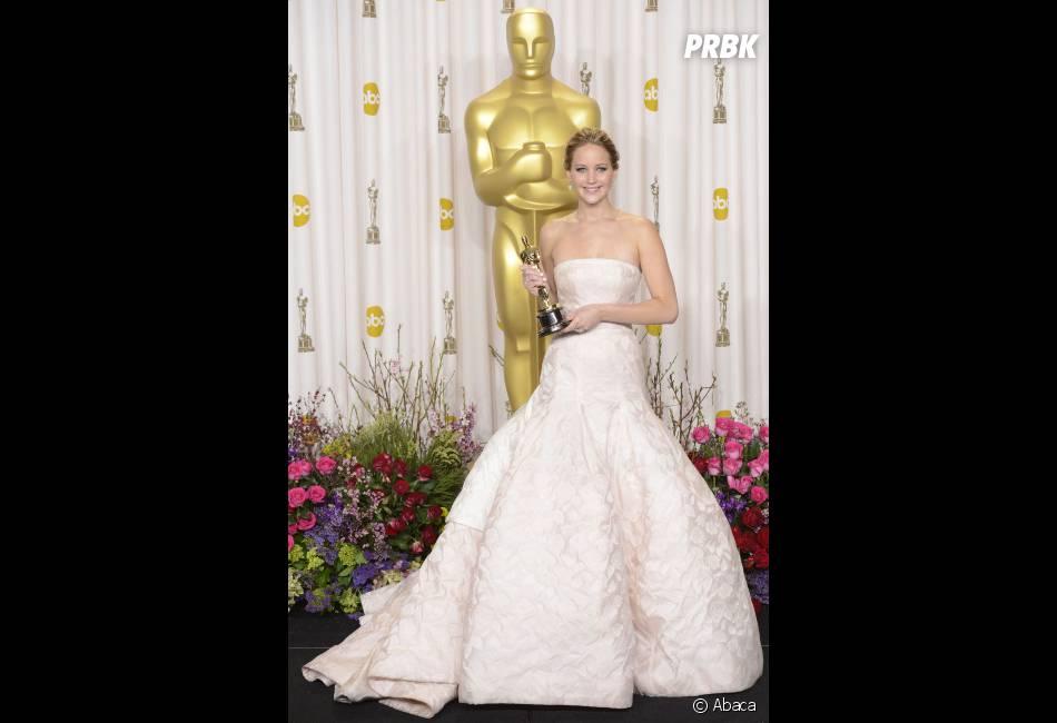 La robe Dior de Jennifer Lawrence l'a fait trébucher