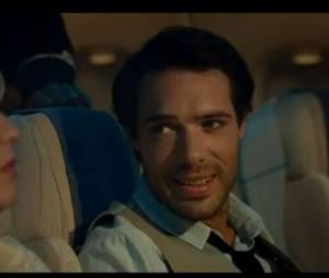Ludivigne Sagnier et Nicolas Bedos, ambiance tendue dans l'avion dans le film Amour et Turbulences