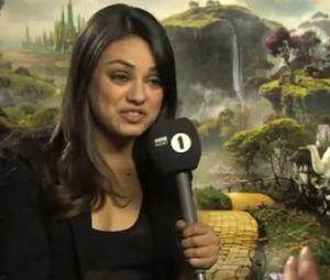 L'interview improbable par Mila Kunis.