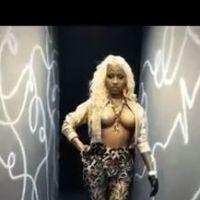 Nicki Minaj à moitié nue dans le clip Freaks de French Montana