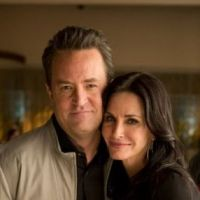 Go On saison 1 : Courteney Cox et Matthew Perry se retrouvent en photos (SPOILER)