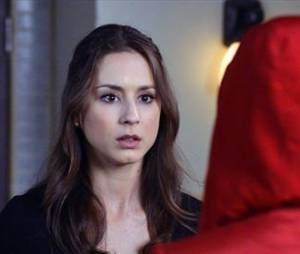 La fille au manteau rouge se dévoile dans le final de la saison 3 de Pretty Little Liars